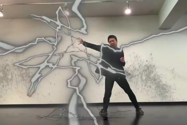 日本中二病大叔痴迷二次元,自制动漫技能特效令人惊艳