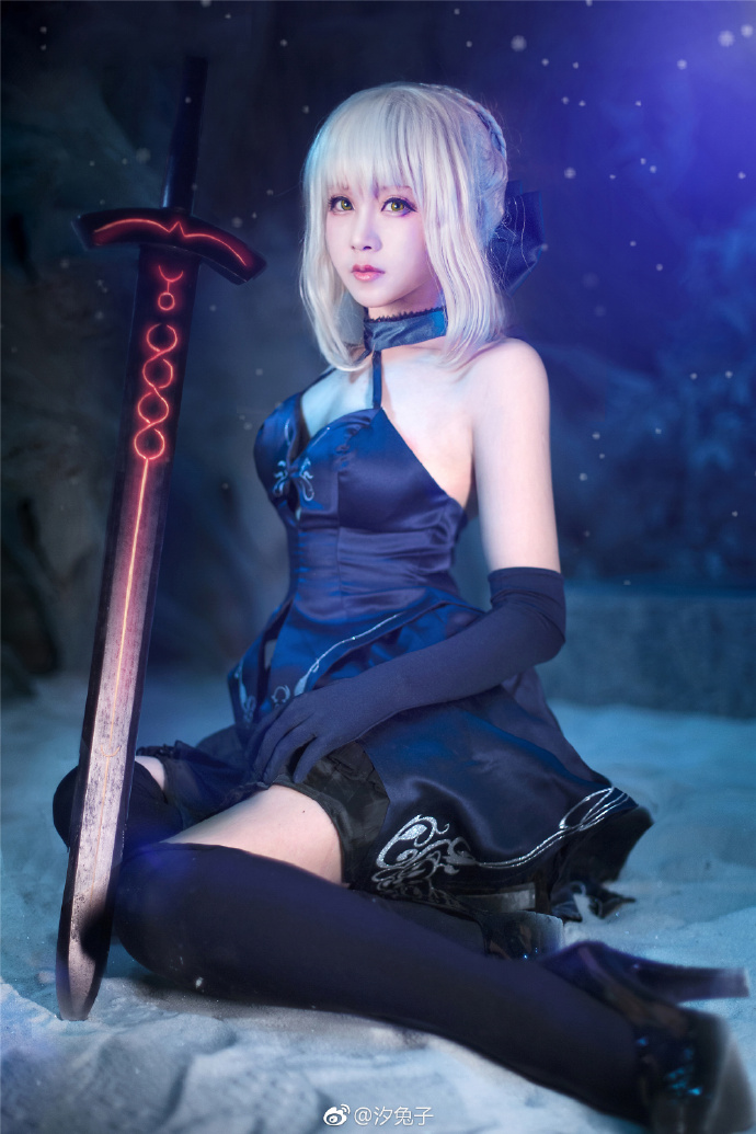 【cos正片】高冷的兔子《Fate/GrandOrder》黑saber cosplay欣赏